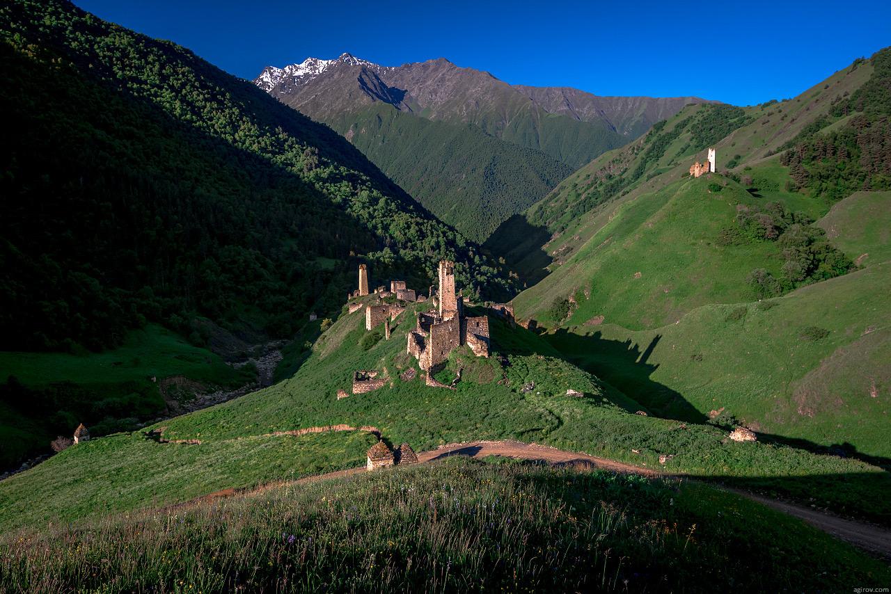 13 Грузия? Нет! Башни в высокогорном Джейрахском районе Ингушетии. (Фото: Тимур Агиров) Подступ к ба