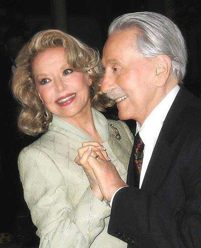 55. Джо и Бетти, 45 лет со дня свадьбы.