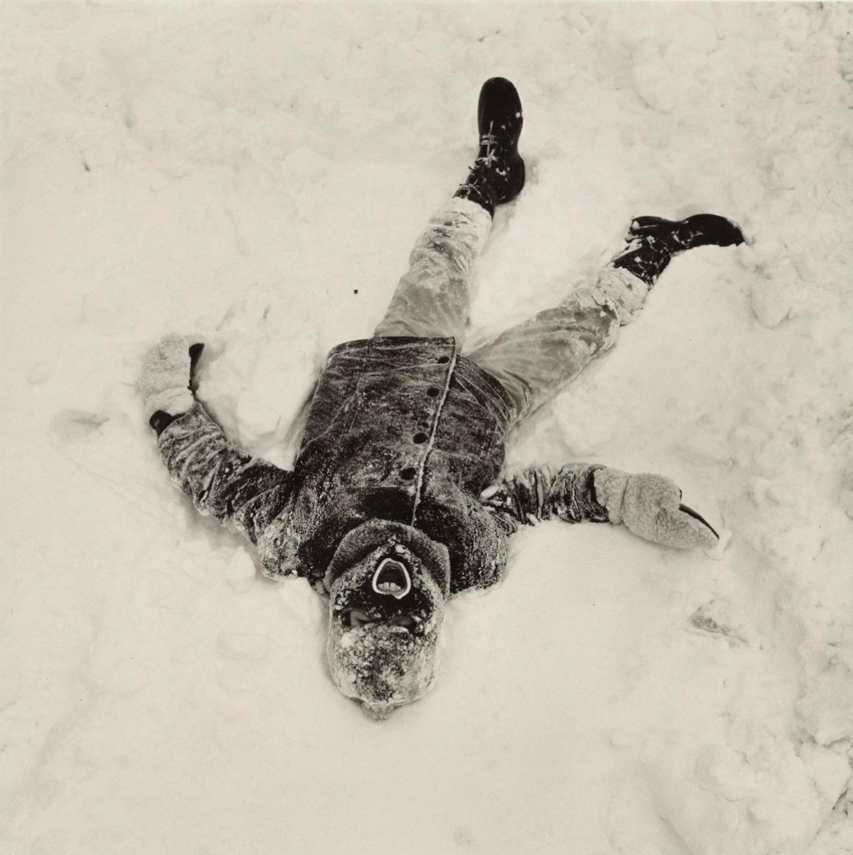 1970. Мальчик в снегу.  Нью-Йорк.