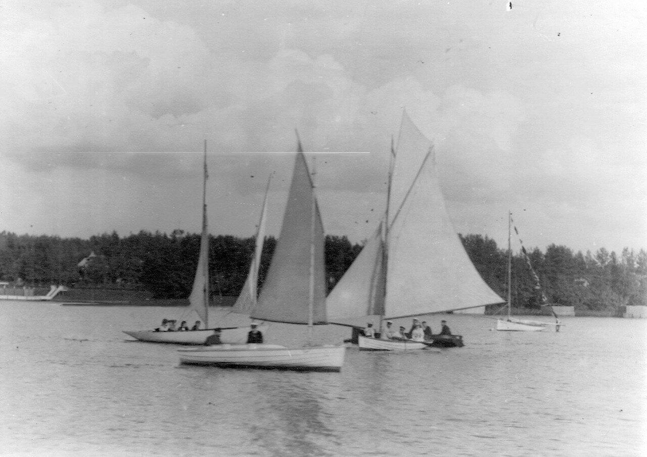 16.Яхты на озере