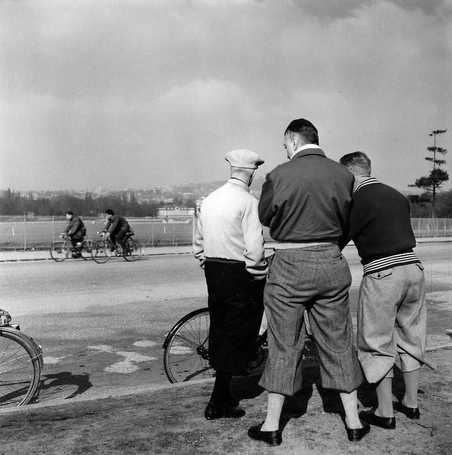 1953. Воскресные велосипедисты
