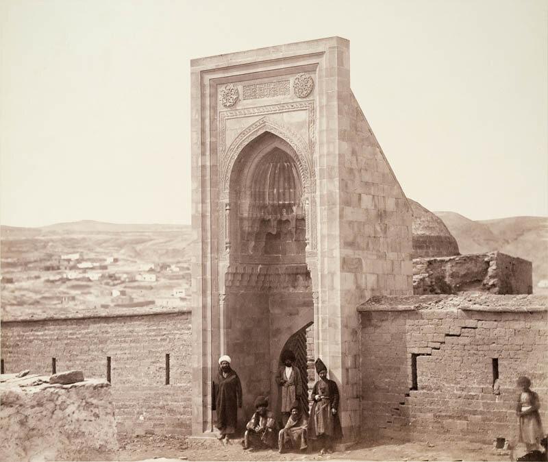 Парадный вход в ханский дворец Ширваншахов 1860-70.