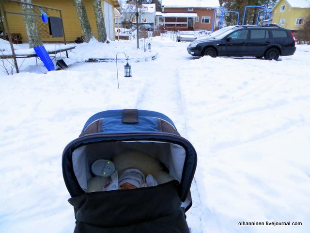 05 младшую внучку приучили спать на улице.JPG