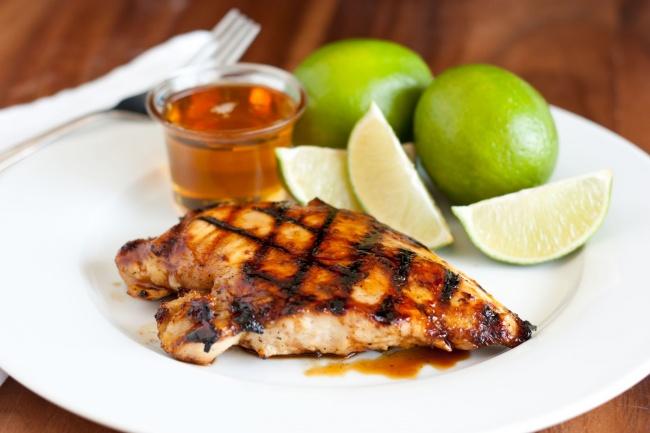 Ингредиенты: 1кг любых порционных частей 3ст.л. меда 4ст.л. дижонской горчицы (взернах) Пригот