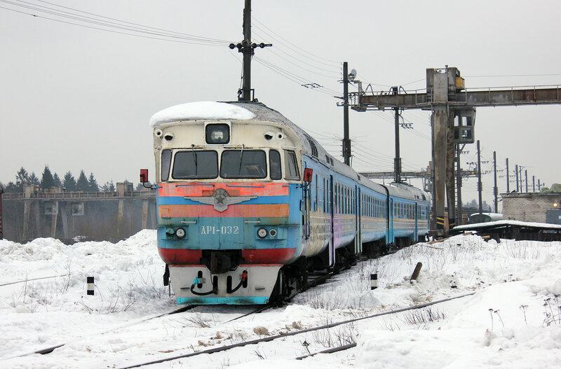 ДР1-032 на базе ПМС у станции Пери