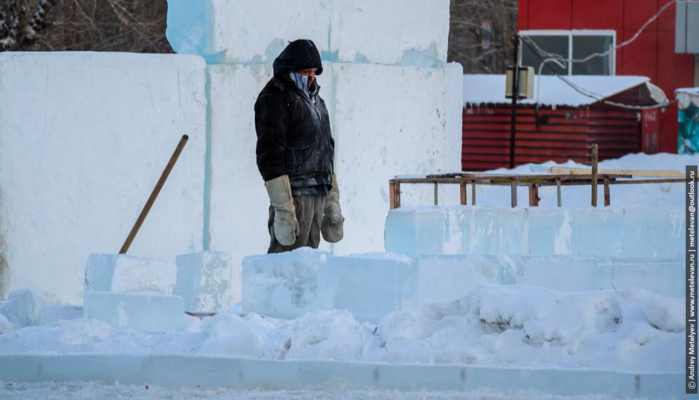 замерзший рабочий