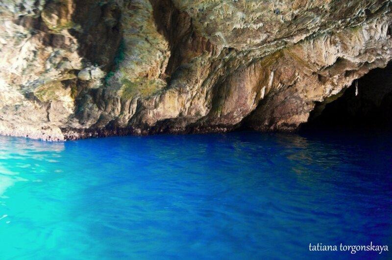 В голубой пещере