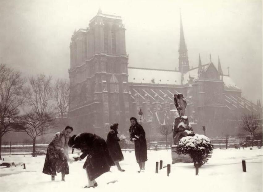 1938, январь. Снежки возле Нотр-Дам