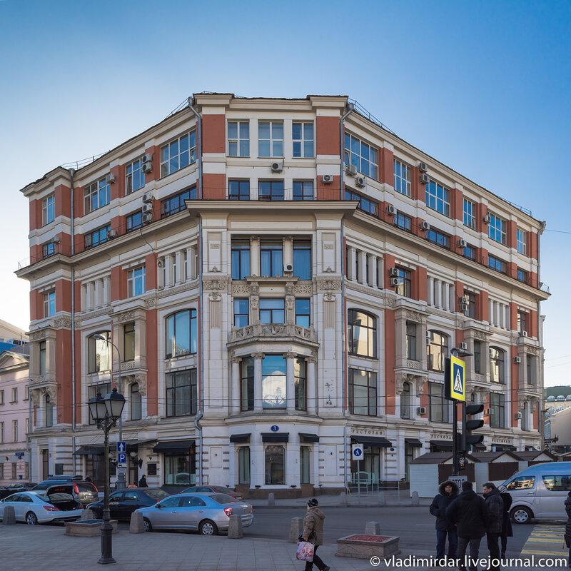 Бывший доходный дом А.С. Хомякова с магазином «Мюр и Мерилиз»