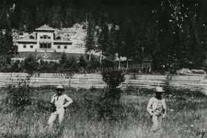 репродукція зі старої фотографії. біля кедрової палати ще не було високих дерев.jpg