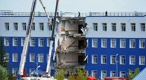 Разбор завалов после обрушения части казармы в посёлке Светлый