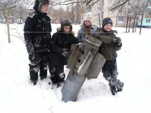 Фото недели: Дети войны, солдаты и жертвы обстрелов на Донбассе - Новости дня
