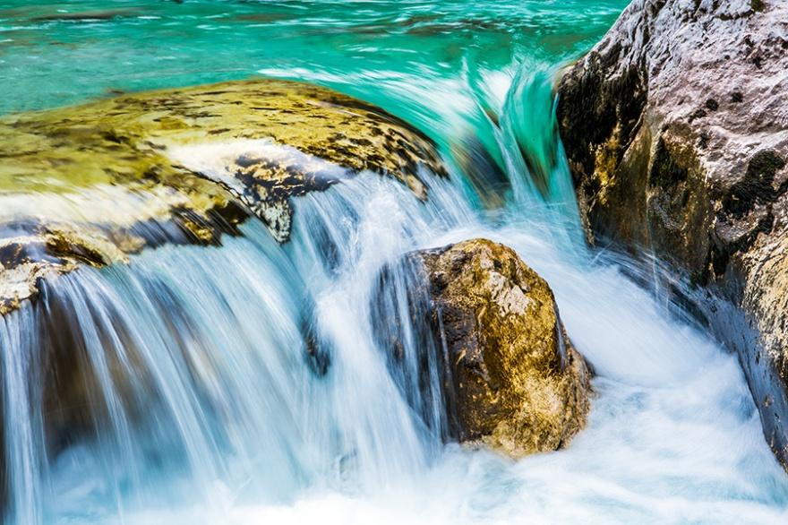 Река Соча знаменита своим цветом, за что ее прозвали «Изумрудной красавицей». Пороги реки привлекают