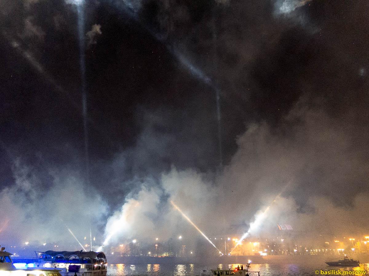 Салют в Москве 9 мая 2015.