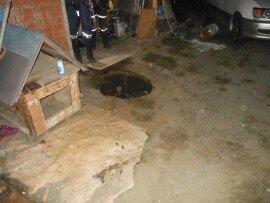 Во Владивостоке мужчина скончался после падения в четырехметровую яму