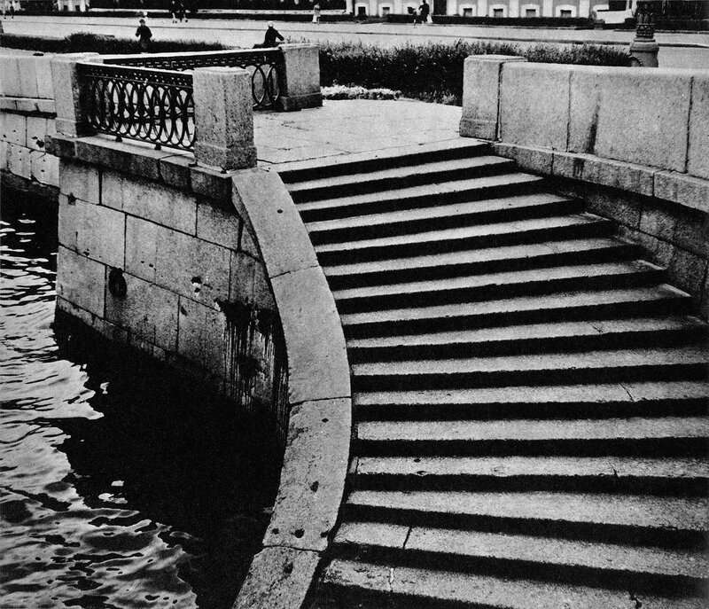 Устои бывшего Исаакиевского наплавного моста через Неву / Abutments of the former St. Isaac's pontoon bridge over the Neva