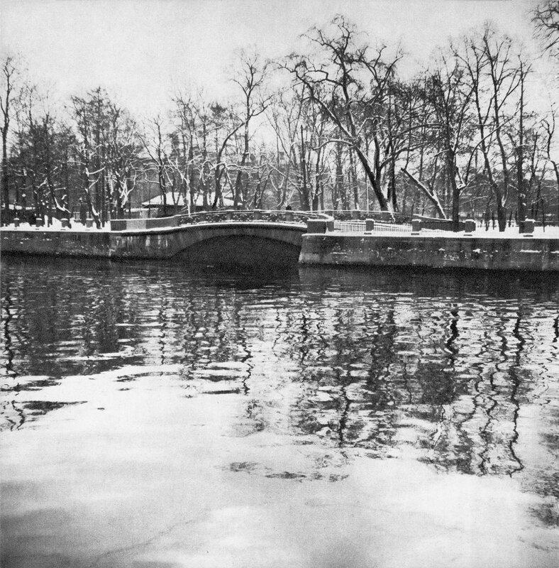 Второй Инженерный мост через засыпанный  Воскресенский канал / Second Engineers' Bridge over Voskresensky Canal (now filled up)