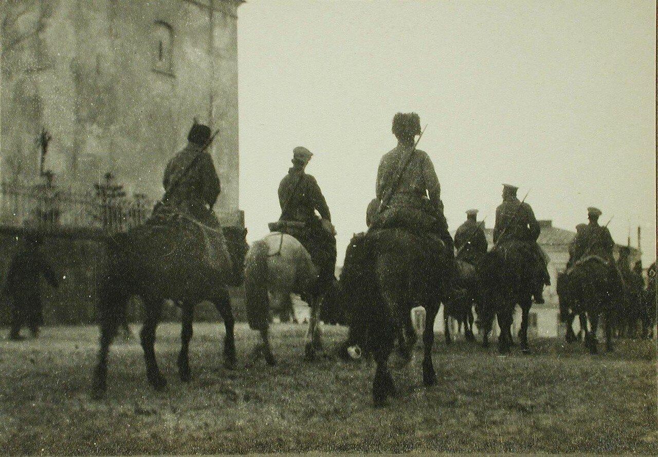 14. Вступление казачьего патруля в одну из галицийских деревень