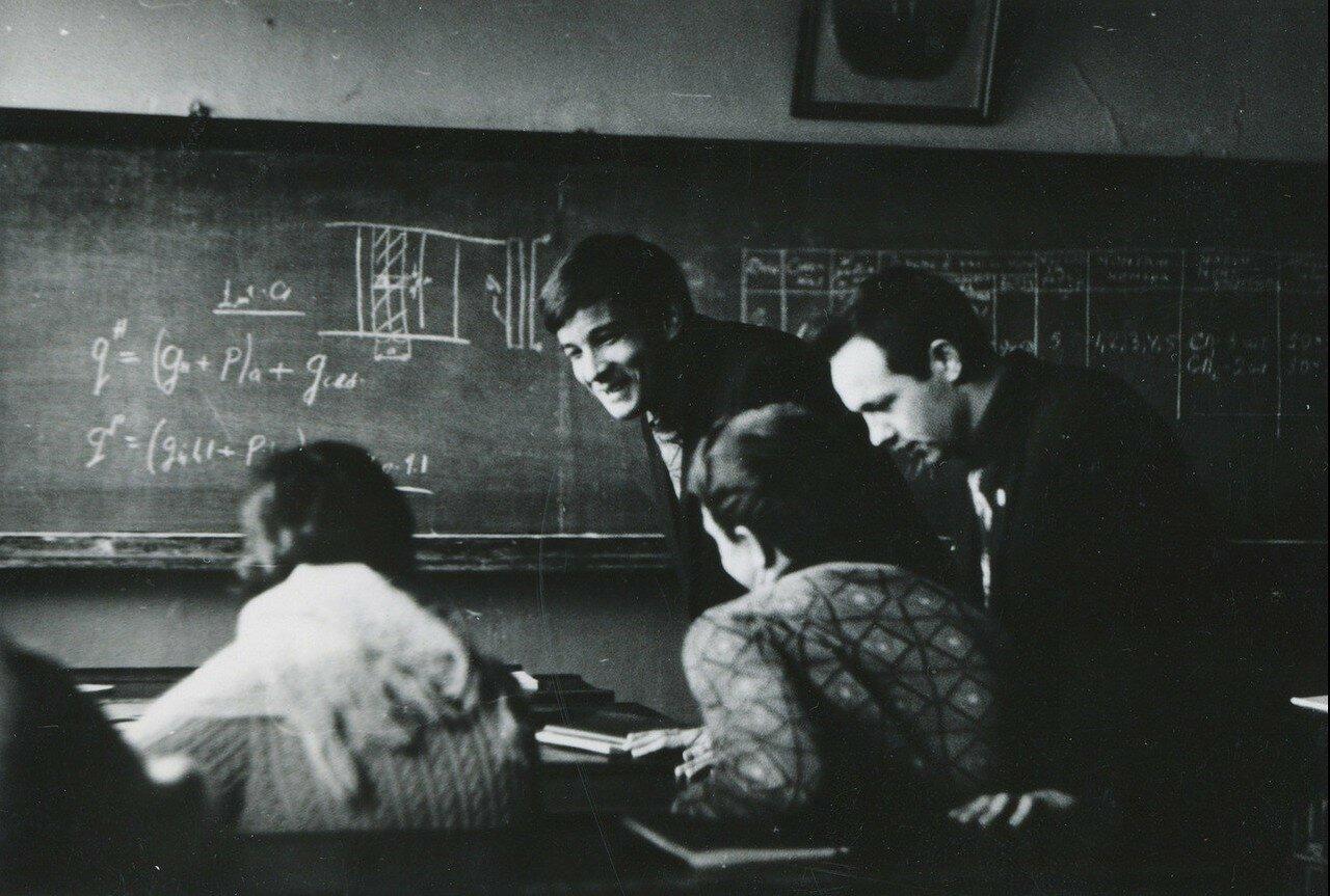 1967. Переменка на лекции