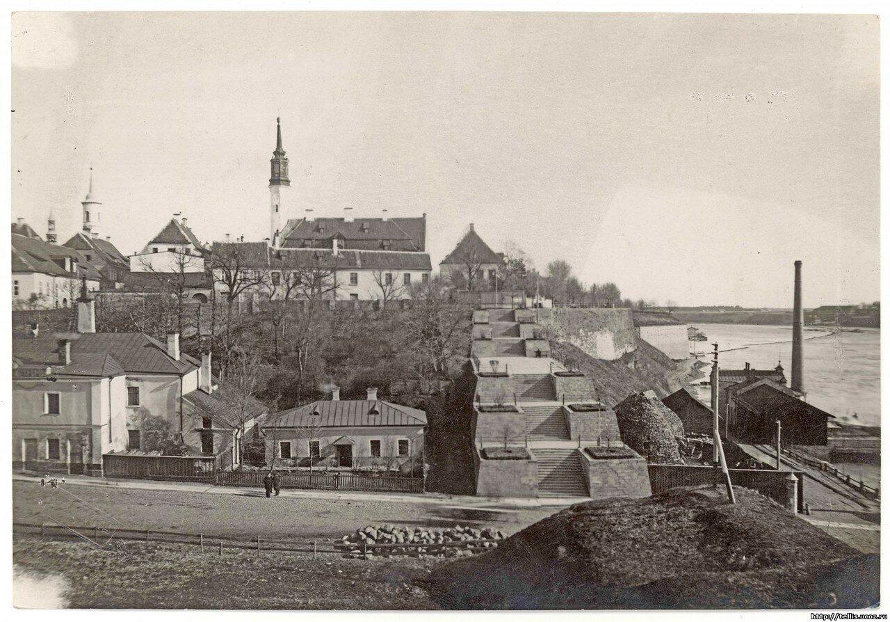 Вид на юго-восточную часть Старого Города и Каменную лестницу со стены Северного форбурга замка