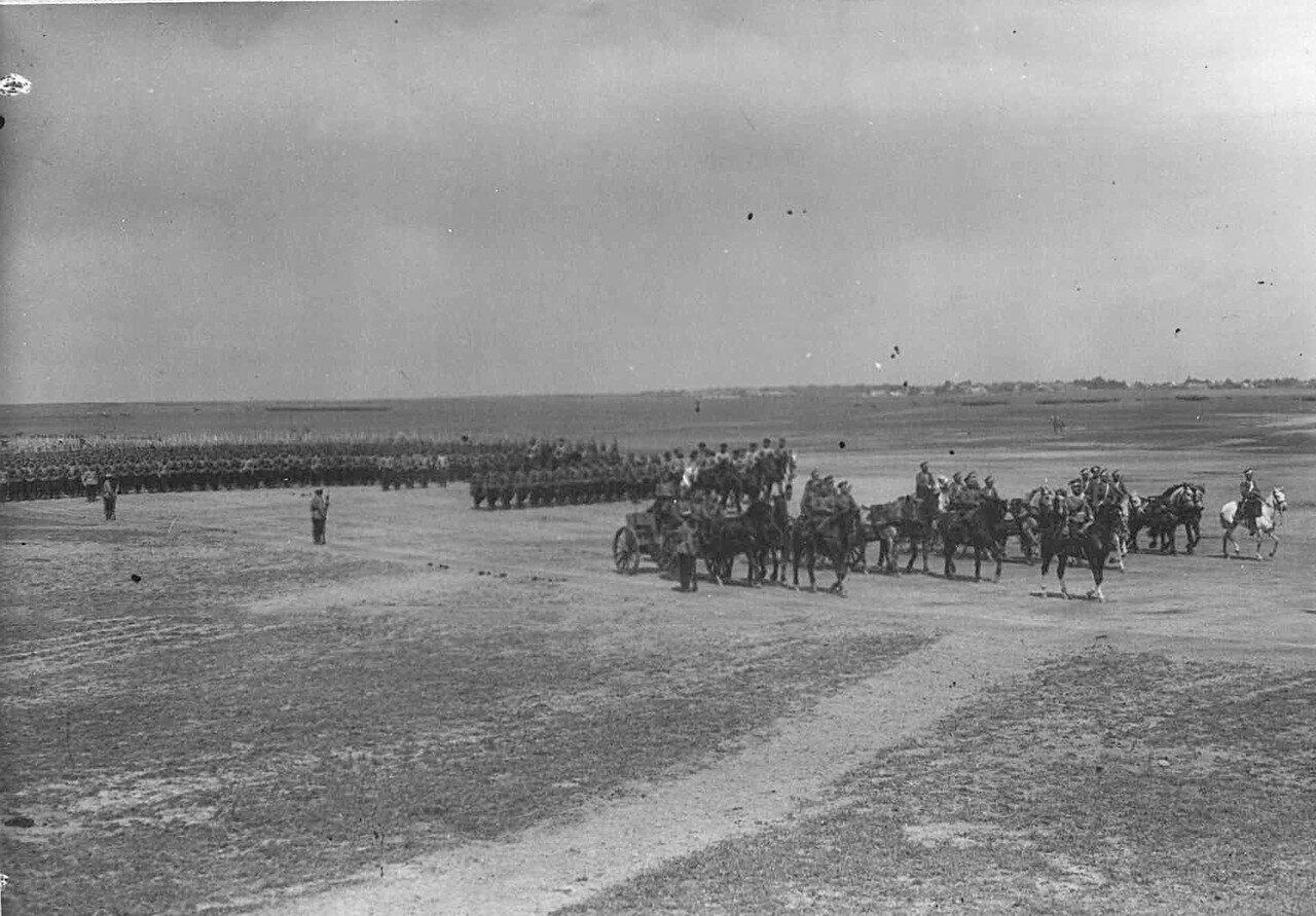 38. Войска на военном поле во время смотра.  7 июля 1909