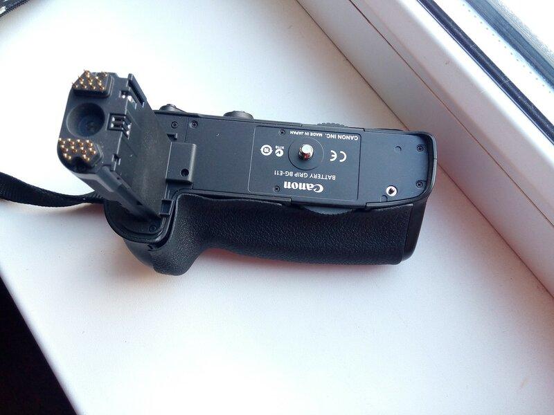 отклеилась резинка на батарейном блоке Canon 5DMark3 Ремонт резинки на батблоке Кэнон