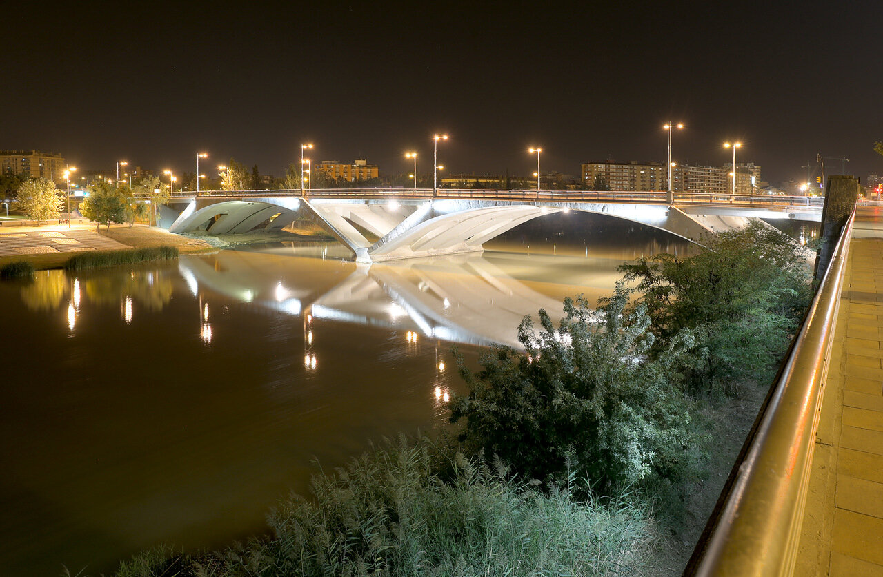 Zaragoza. The Santiago bridge at night