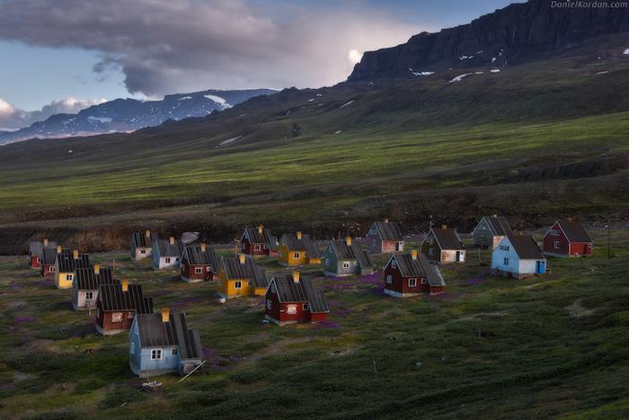 Домики в Гренландии. «Мы узнали много легенд от местного населения. Мы нашли прекрасные фьорды