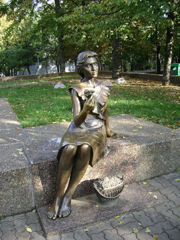 Памятник продавщице фиалок (Ростов-на-Дону)
