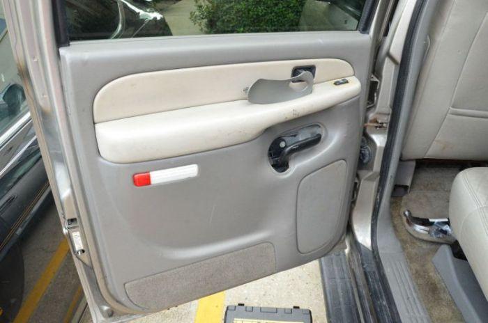 сюрприз в двери подержанного автомобиля