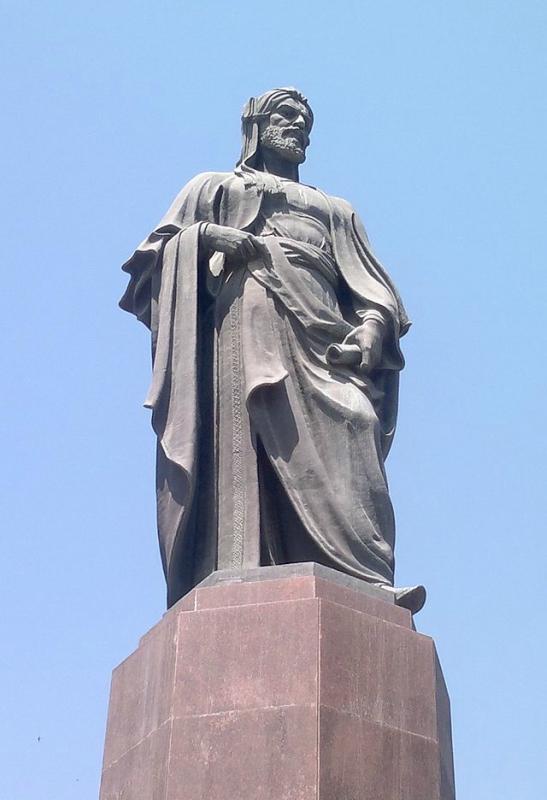 Памятник_Низами_в_Баку.jpg