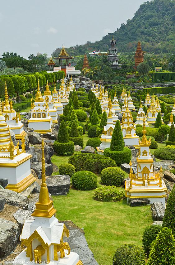 30. Посмотрите отчет о поездке в Таиланд самостоятельно в 2010 году, где фото сняты на мыльницу. Сравните фотографии французского парка, снятые на зеркалку Nikon D5100 с объективом Nikkor 17-55/2.8 и поляризационным фильтром Hoya Pro 1 Digital Circular Polarizer. Полярик