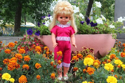розовый костюм для куклы