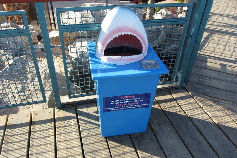 Фирменная мусорка, акулы все проглотят