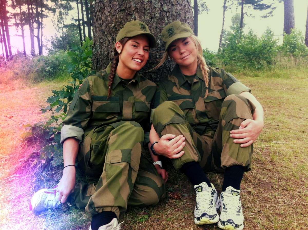 Очень грозная сила: Девушки в армейской униформе (20)