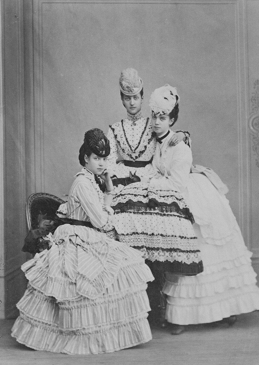 1874. Александра Датская и цесаревна Мария Фёдоровна и принцесса Тира Датская