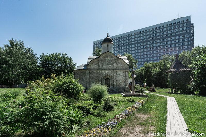 Храм святого Трифона на Рижской