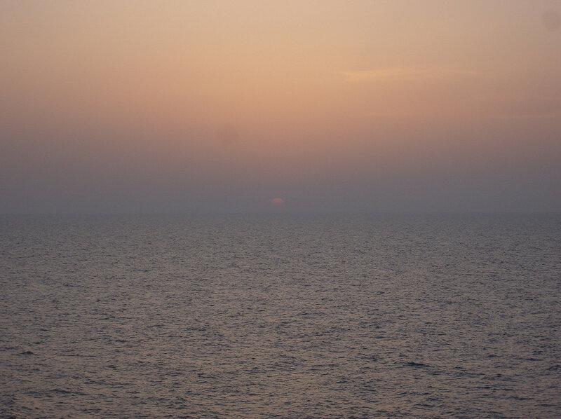 серебристая гладь Азовского моря