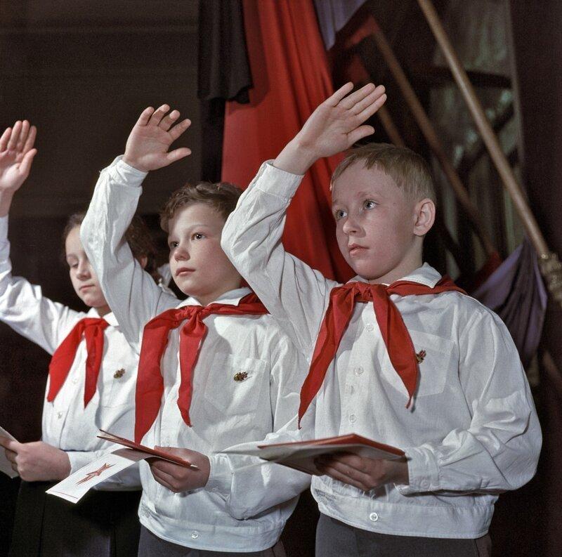 1961 Юные ленинцы Алеша Пиляев и Игорь Усаков. Москва Бальтерманц.jpg