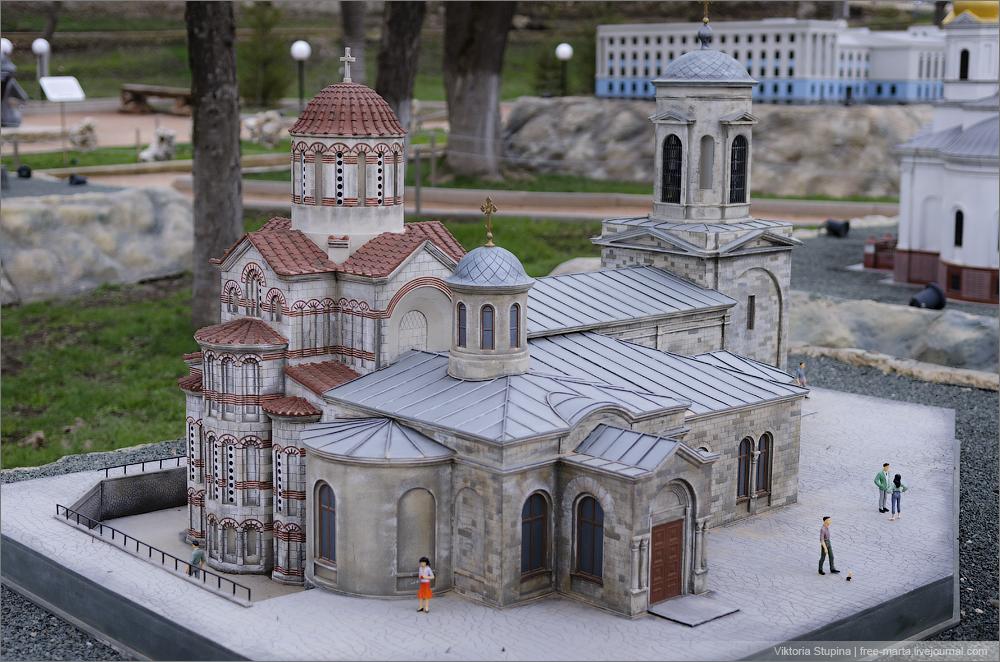 Храм Святого Иоанна Предтечи в Керчи. Бахчисарай. Парк миниатюр.