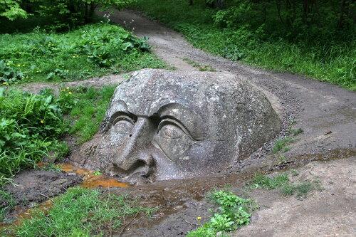 Каменная Голова.