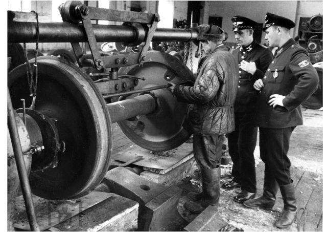 днепропетровские железнодорожные мастерские, 1943.jpg