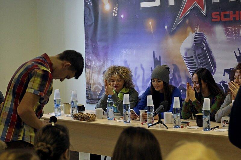 Михаил Пестов исполянет «Дождь и я» перед арт-группой «Soprano Турецкого»