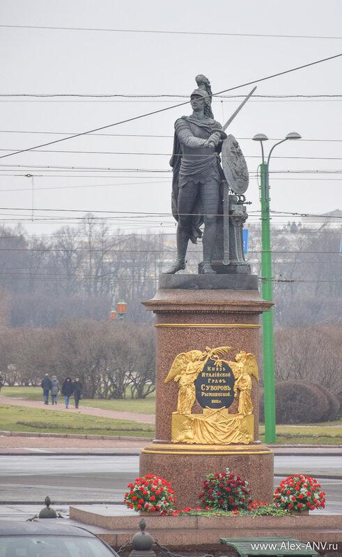 Правильно, на Суворовской площади стоит памятник Суворову.