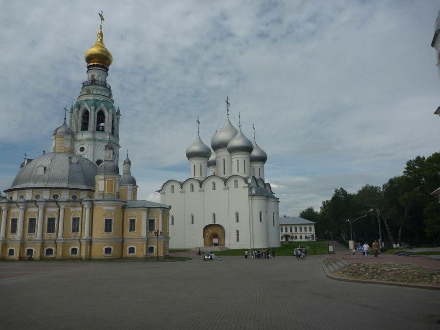 Софийский и Воскресенский соборы в Вологде
