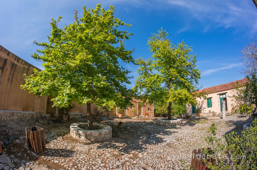 Монастырь Агиос Георгиос Каридис Апокоронас
