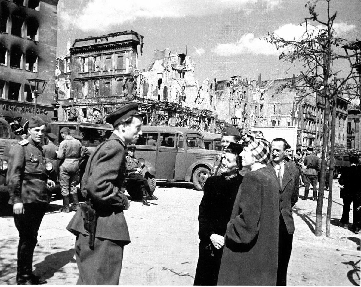 Падение Берлина на фотографиях весны 1945 года (35)