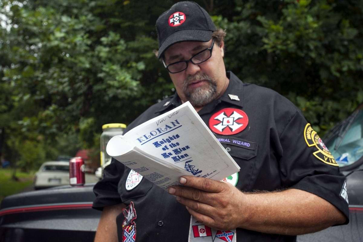 Торжество толерантности: Американский Ку-Клукс-Клан в новой подборке снимков фотографа Johnny Milano (4)
