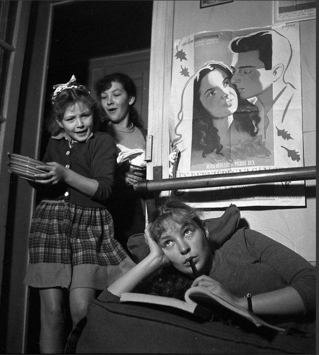 1948. Одиль Версуа, Марина Влади, Элен Валье. Сестры Поляковы у себя дома