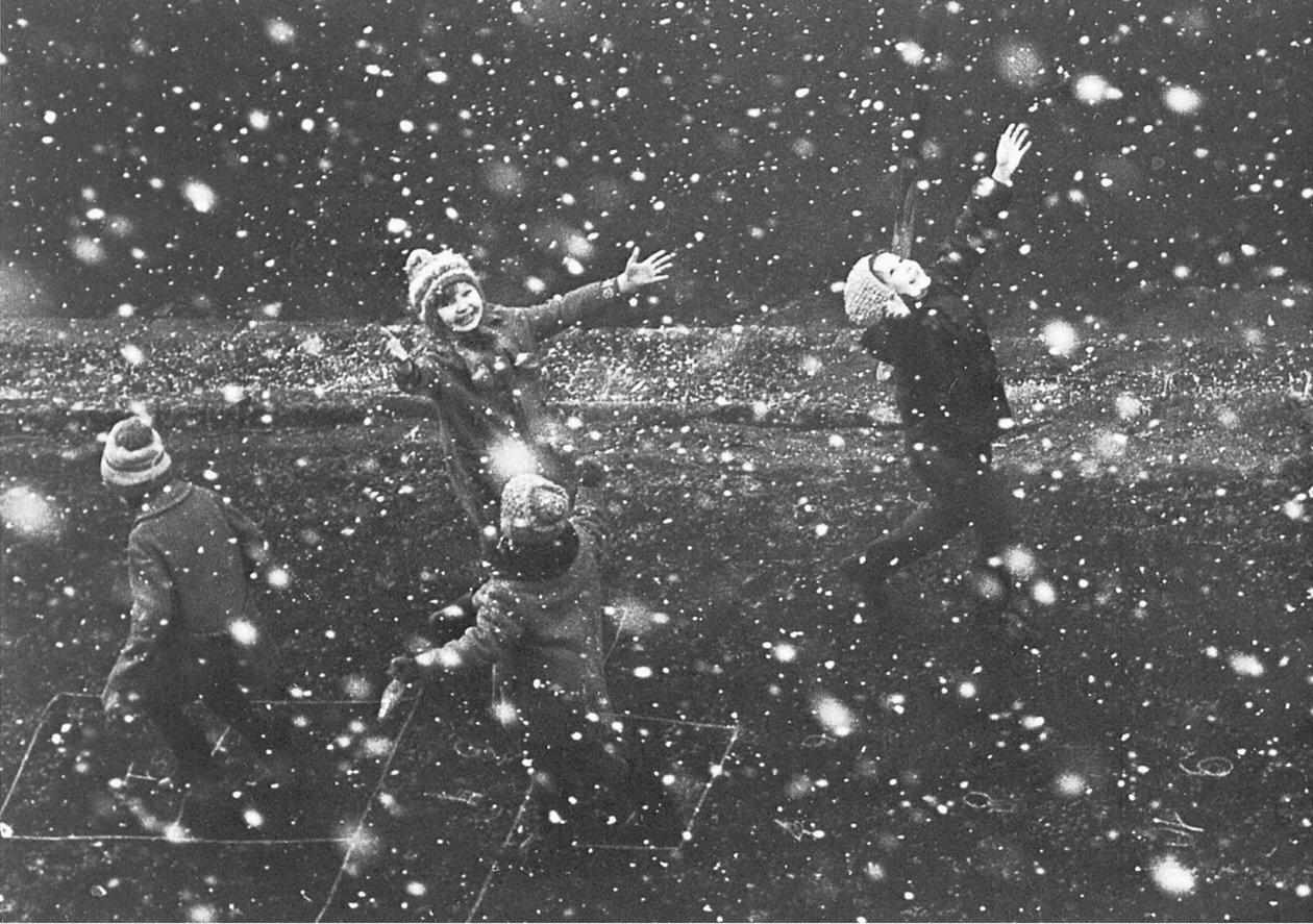 Первый снег. Казань, 1970-е.